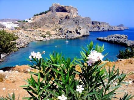 Blick von der Agios Pavlos Bay - Akropolis von Lindos