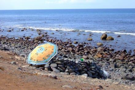 Idyllische Einsamkeit wenigstens am Steinstrand - Strand Maspalomas