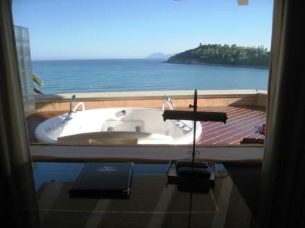 bild ausblick vom zimmer mit jacuzzi auf der terrasse zu hotel la bitta in arbatax. Black Bedroom Furniture Sets. Home Design Ideas