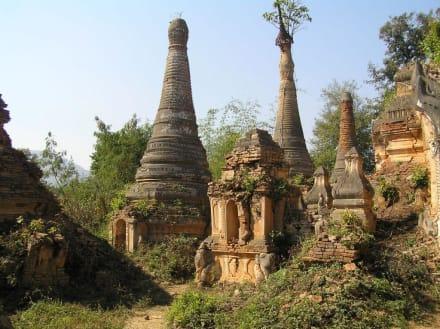 Tempelfeld im Dschungel bei Indein - Tempel von Indein