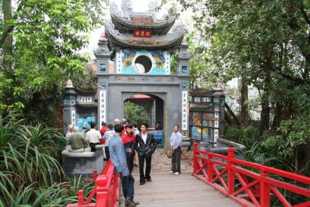 Eingang zum Tempel Ngoc Son - Hoan Kiem See