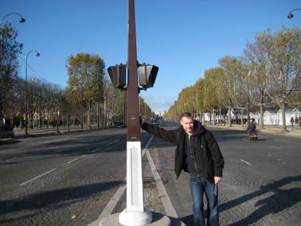 Gesamter Blick bis zum Triumphbogen - Champs Elysees