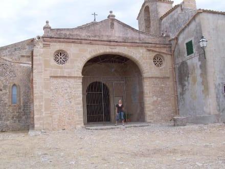 Hof der Wallfahrtskirche - Puig de Maria