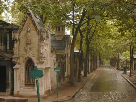 Straße auf dem Pére Lachaise - Père Lachaise