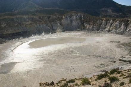 Vulkankrater vom Rand - Vulkankrater auf Nisyros