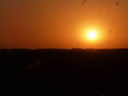 Es wird Nacht in der Wüste - Wüstentour Dubai