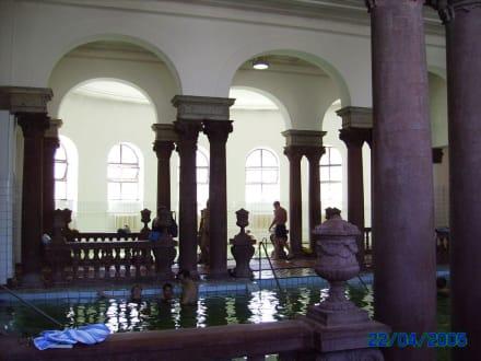 In den Hallen des Heilbades - Szechenyi Thermalbad