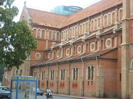 Kirche Seite - Notre Dame Kirche