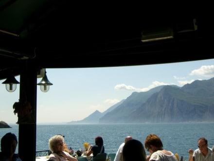 Blick vom Tisch zum See - Ristorante Pizzeria Lido Paina