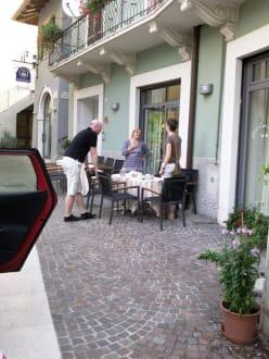 Das Personal - Die Frau in der Mitte - Hotel Casa Nataly