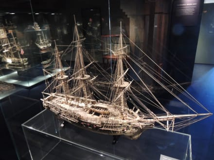 Knochenschiff - Internationales Maritimes Museum