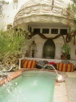 Essplatz am Pool - Haus von Dali in Port Lligat