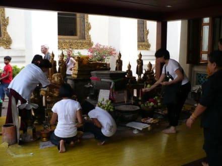 Vor dem Tempel - Wat Pho