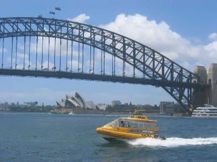 Wasser Taxi in Sydney - Harbour Bridge
