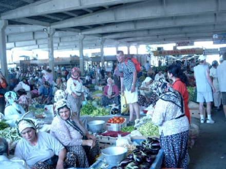 Obst-und Gemüsemarkt - Markt