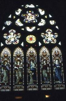 Glasmalereien in der Kirche - Kylemore Abbey