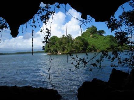 Blick aus einer Höhle - RH Tours Ausflüge Punta Cana