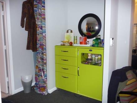 kleiner k hlschrank bild hotel helix in washington d c. Black Bedroom Furniture Sets. Home Design Ideas