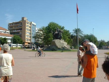 Antalya - Platz der Republik - Atatürk-Denkmal