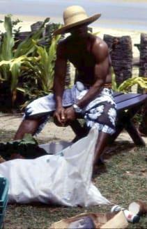 Vorbereitung des Erdofens im Resort - Erdofen