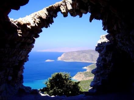 Blick von den Ruinen auf die Küste - Johanniterfestung Monolithos
