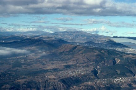 Landeanflug bei Quito - Flughafen Mariscal Sucre (UIO)