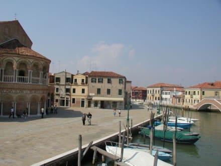 Ort mit Kirche - Insel Burano