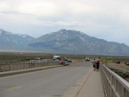 auf der Rio Grande Gorge Bridge bei Taos - Rio Grande Gorge