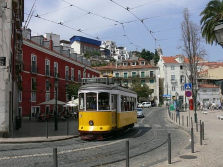 Tram 28 unterwegs - Altstadt Lissabon