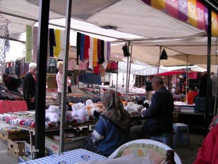 """Klamottenmark"" - Montag in Manavgat - Markt"