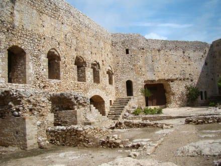 Im Innenhof der Zitadelle - Festung Chlemoutsi