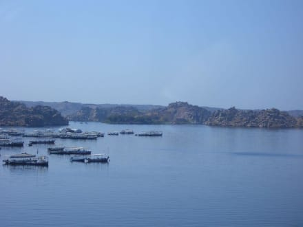 Blick vom Damm nach insel Philae - Assuan Staudamm