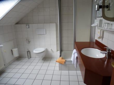 das gro e badezimmer bild hotel zwei linden in balje. Black Bedroom Furniture Sets. Home Design Ideas