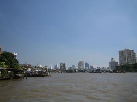Vom Fluss aus hat man eine tolles Sicht. - Chao Phraya River