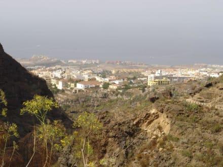 Blick auf Costa Adeje - Wasserfälle - Barranco del Infierno