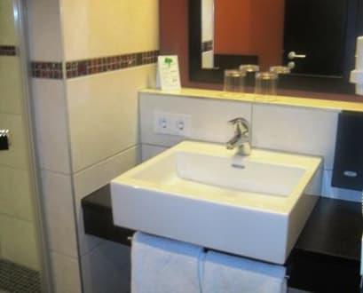 badezimmer waschbecken bild lindner hotel eifeldorf gr ne h lle n rburgring in n rburg
