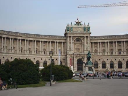 "Hofburg-Trakt ""Neue Burg"" in Wien - Hofburg"
