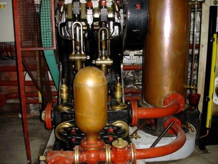 Pumpstation in der Weinkellerei Thuir - Größtes Holzfass der Welt