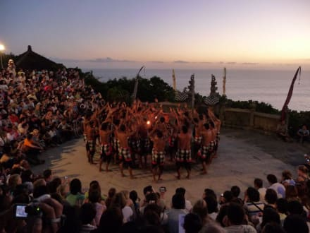 Kecak Dance zum Sonnenuntergang - Uluwatu Tempel