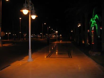 September 2005 Hurghada bei Nacht - Strandpromenade Hurghada