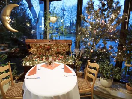 sch ne weihnachtsdeko bild landhaus hohenwestedt in rendsburg schleswig holstein deutschland. Black Bedroom Furniture Sets. Home Design Ideas