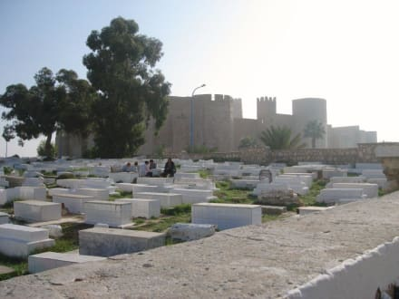 Blick auf Friedhof und Festung - Mausoleum Bourguiba