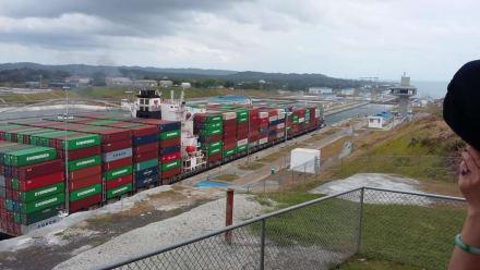Postpanamax in Agua Clara - Panamakanal