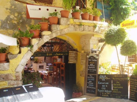 Eingang zu einer Taverne - Taverne Ela