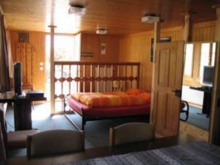 Ferienwohnung - Bett und Essecke - Gasthof zum Ritterstübli