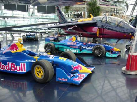 Formel 1-Boliden - Hangar-7
