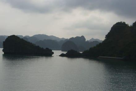 die malerische Landschaft - Halong Bucht