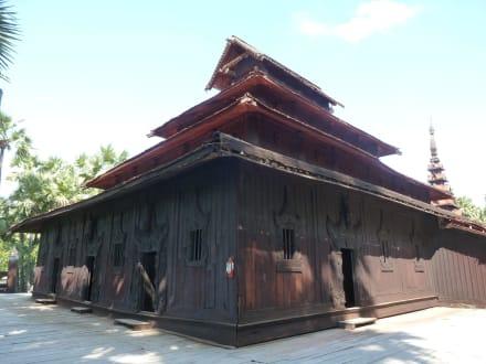 Holzkloster auf Insel Inwa - Ruine Alte Königsstadt In-Wa / Ava