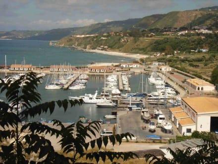 Hafen und Landschaft - Hafen Tropea