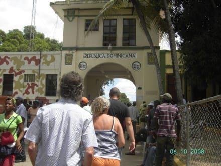 Grenzübergang Haiti - Dom.Rep. - Extra Tours
